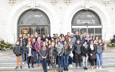 La photo de groupe a rassemblé tous les acteurs de cette journée, devant l'Hôtel de Ville.